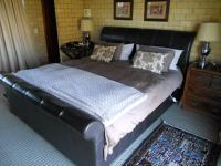 Main Bedroom - 20 square meters of property in Port Elizabeth Central