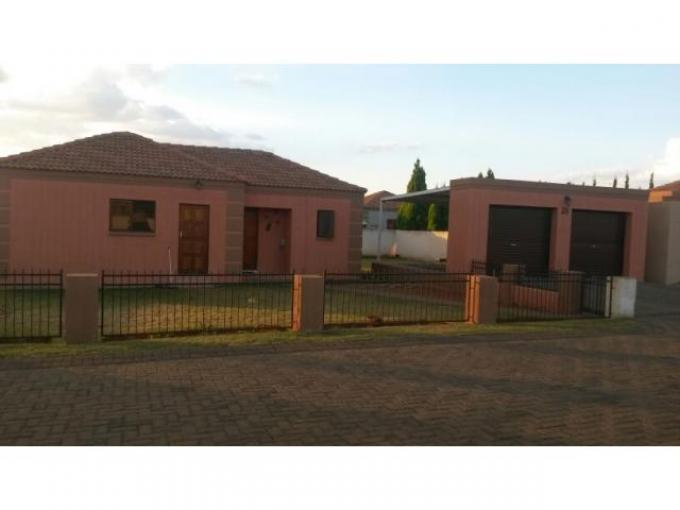 2 Bedroom Sectional Title For Sale in Klerksdorp - Private Sale - MR110480