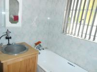 Bathroom 1 - 4 square meters of property in Glen Austin A.H.