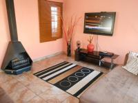 Lounges - 14 square meters of property in Rosslyn