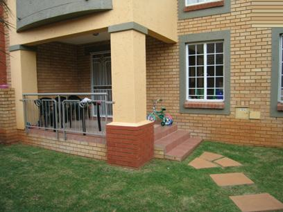 2 Bedroom Simplex for Sale For Sale in Pretorius Park - Home Sell - MR11058