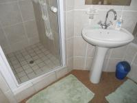 Main Bathroom - 13 square meters of property in Stilbaai (Still Bay)