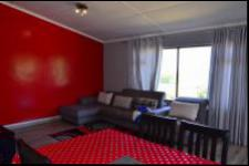 Lounges - 28 square meters of property in Umtentweni