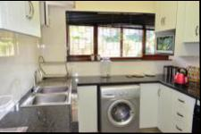 Kitchen - 9 square meters of property in Umtentweni