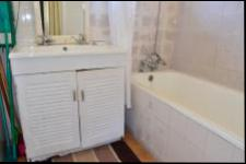 Main Bathroom - 4 square meters of property in Umtentweni