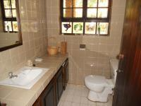 Bathroom 2 - 3 square meters of property in Southbroom
