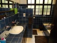 Main Bathroom - 7 square meters of property in Southbroom