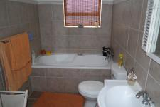 Bathroom 1 - 6 square meters of property in Pearly Beach