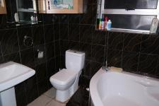 Bathroom 1 - 7 square meters of property in Blue Downs