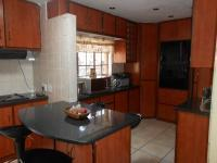 Kitchen - 25 square meters of property in The Orchards