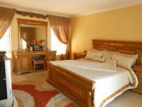 Main Bedroom - 45 square meters of property in The Orchards