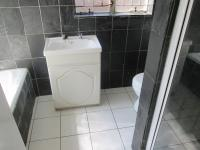 Main Bathroom - 7 square meters of property in Sharonlea
