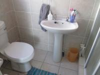 Main Bathroom - 2 square meters of property in Honeydew