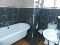 Main Bathroom - 6 square meters of property in Mountain View