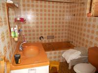 Main Bathroom - 5 square meters of property in Isipingo Hills