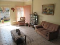Lounges - 31 square meters of property in Mindalore