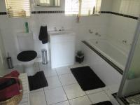 Bathroom 1 - 8 square meters of property in Mindalore