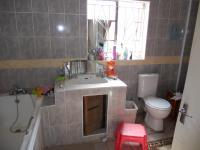 Main Bathroom - 9 square meters of property in Winterton