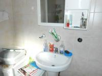 Main Bathroom - 5 square meters of property in Lotus Gardens