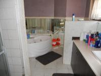 Main Bathroom - 9 square meters of property in Glenmore