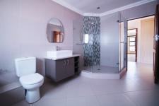 Bathroom 3+ - 5 square meters of property in The Wilds Estate