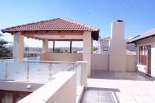 Patio - 232 square meters of property in Woodhill Golf Estate
