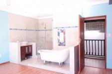 Bathroom 2 - 7 square meters of property in Woodhill Golf Estate