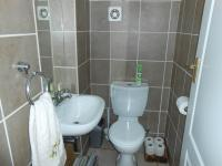 Bathroom 1 - 9 square meters of property in Pretorius Park