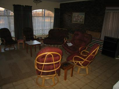 Lounges - 57 square meters of property in Karenpark