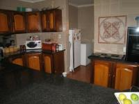Kitchen - 14 square meters of property in Karenpark