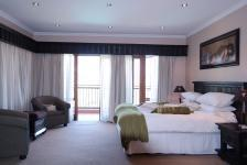 Main Bedroom - 36 square meters of property in Woodhill Golf Estate
