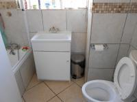 Main Bathroom - 3 square meters of property in Bedfordview
