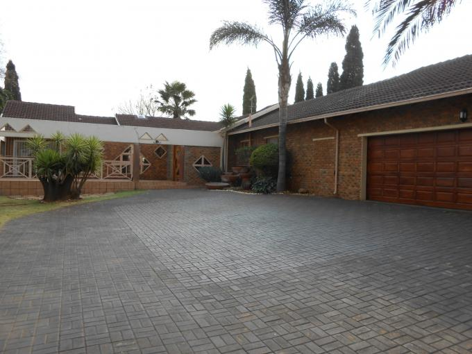 4 Bedroom House for Sale For Sale in Sunward park - Home Sell - MR111726