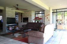 Lounges - 16 square meters of property in Woodhill Golf Estate