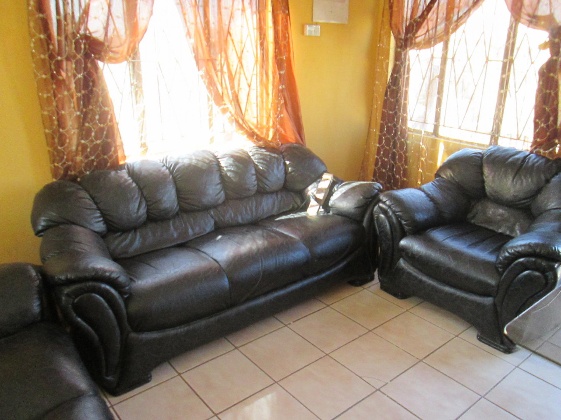 Lounges - 12 square meters of property in Lenasia South