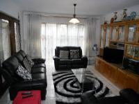 Lounges - 29 square meters of property in Shallcross