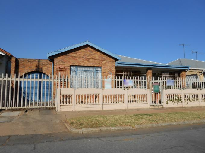 Absa Bank Trust Property House for Sale For Sale in Geduld - MR111871