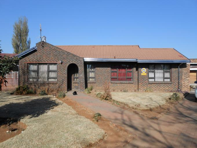 3 Bedroom House for Sale For Sale in Klippoortjie AH - Home Sell - MR111887