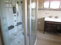 Main Bathroom - 12 square meters of property in Honey Hill