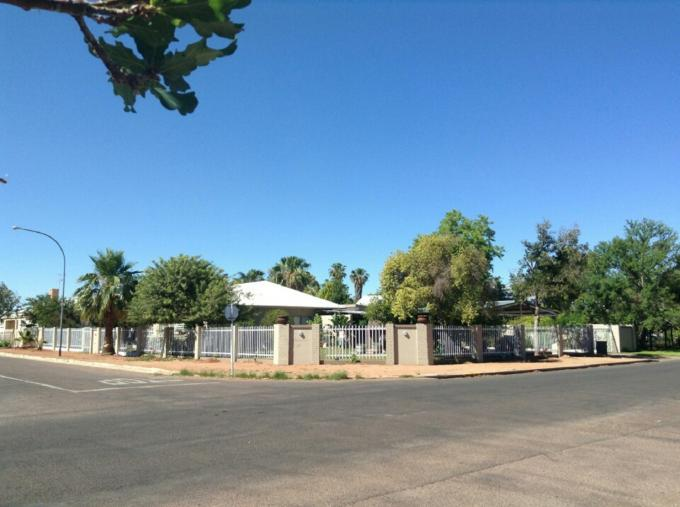 4 Bedroom House For Sale in Upington - Private Sale - MR111931