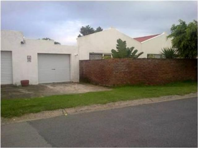 Standard Bank EasySell 2 Bedroom House For Sale in Gonubie - MR111950