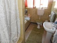 Main Bathroom - 7 square meters of property in Naval Hill