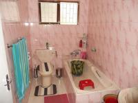 Bathroom 3+ - 5 square meters of property in Durban Central