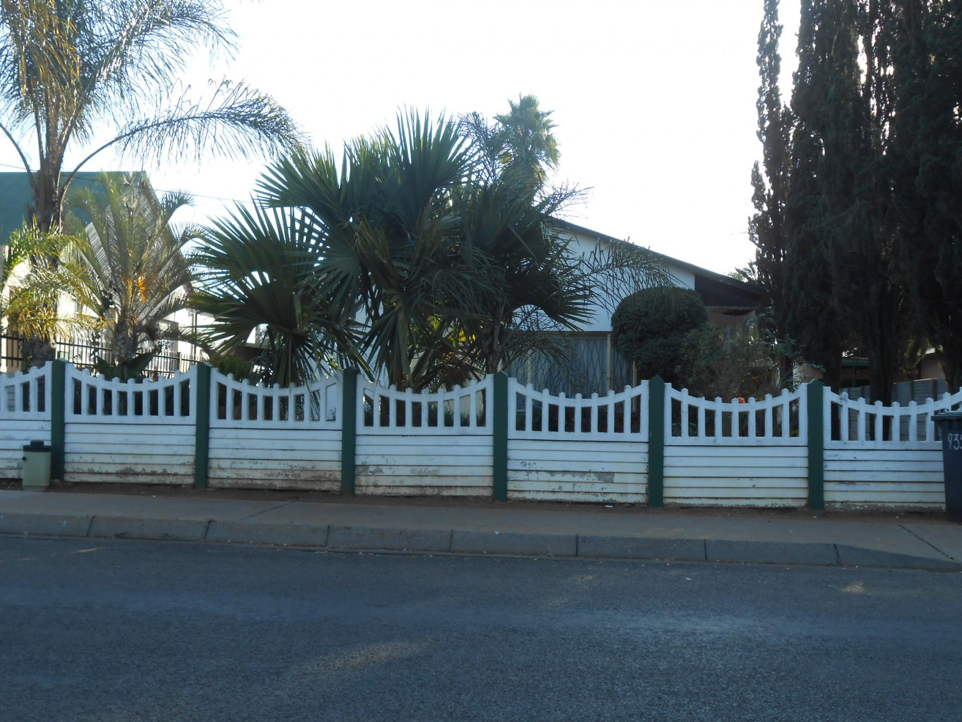 Front View of property in Daspoort