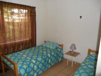 Bed Room 2 - 10 square meters of property in Hibberdene