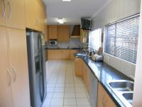 Kitchen - 41 square meters of property in La Lucia