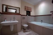 Bathroom 2 - 6 square meters of property in Silver Lakes Golf Estate