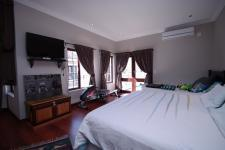 Main Bedroom - 43 square meters of property in Woodlands Lifestyle Estate