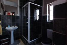 Bathroom 2 - 5 square meters of property in Woodlands Lifestyle Estate