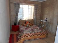 Bed Room 1 - 13 square meters of property in Castleview